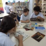 Alunos da Escola Maria Imaculada visitam a Biblioteca Municipal