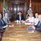 Prefeita e Vice – Prefeito vão a  Secretaria de Esportes de São Paulo.