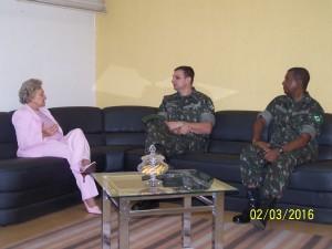 Prefeita Cleide Berti recebe visita de representantes do Exército Brasileiro.