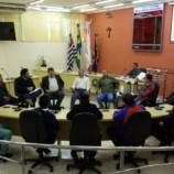 Prefeito Dirceu Pano, sua Vice e Diretores se reuniram com os Vereadores para discutir sobre o abastecimento de água no bairro Jardim Santa Terezinha.